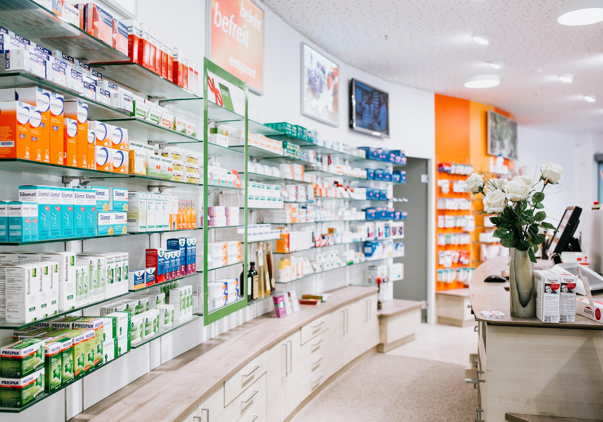 Apotheke St Ulrich in Peißenberg Medikamente, Auslage