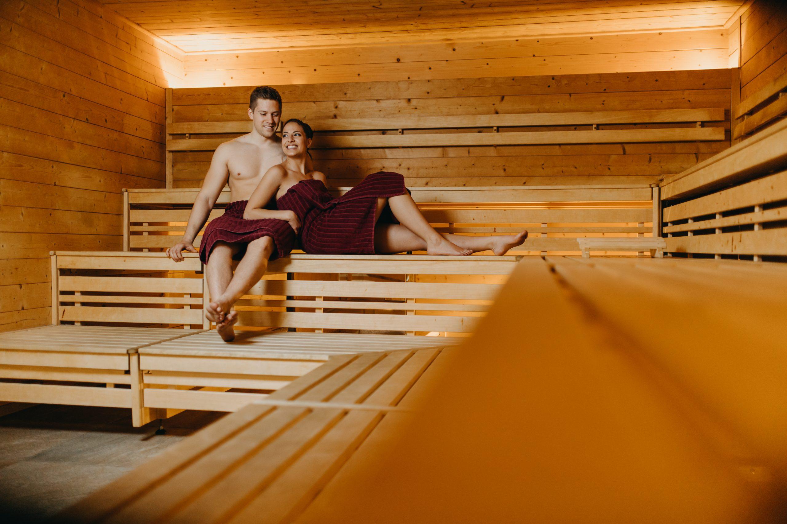 junges Pärchen in der Sauna, Imagebilder für Sportstudio Guffanti