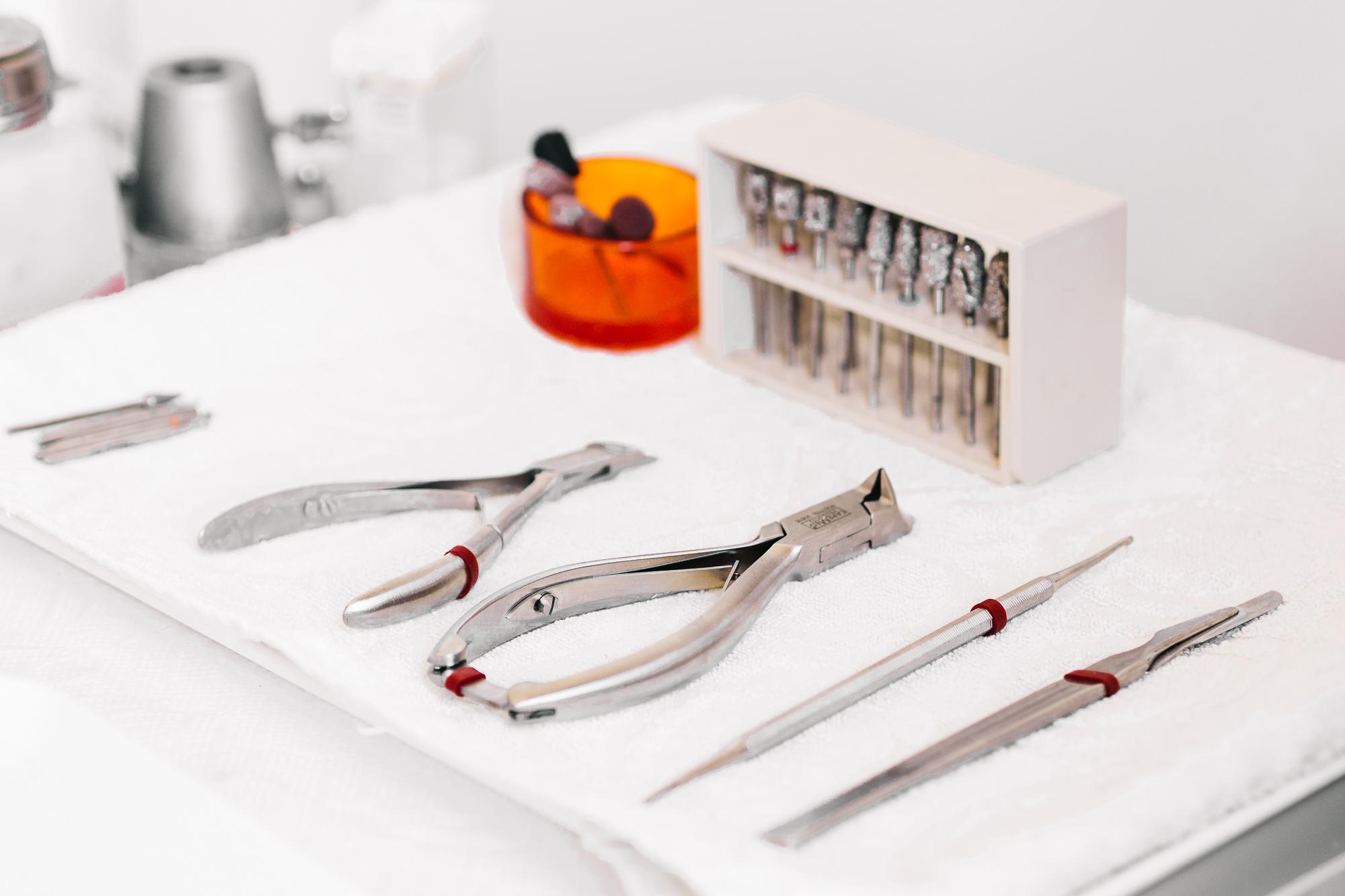 Businessfotograf Weilheim-Schongau Zahnarzt Werkzeuge in der Praxis