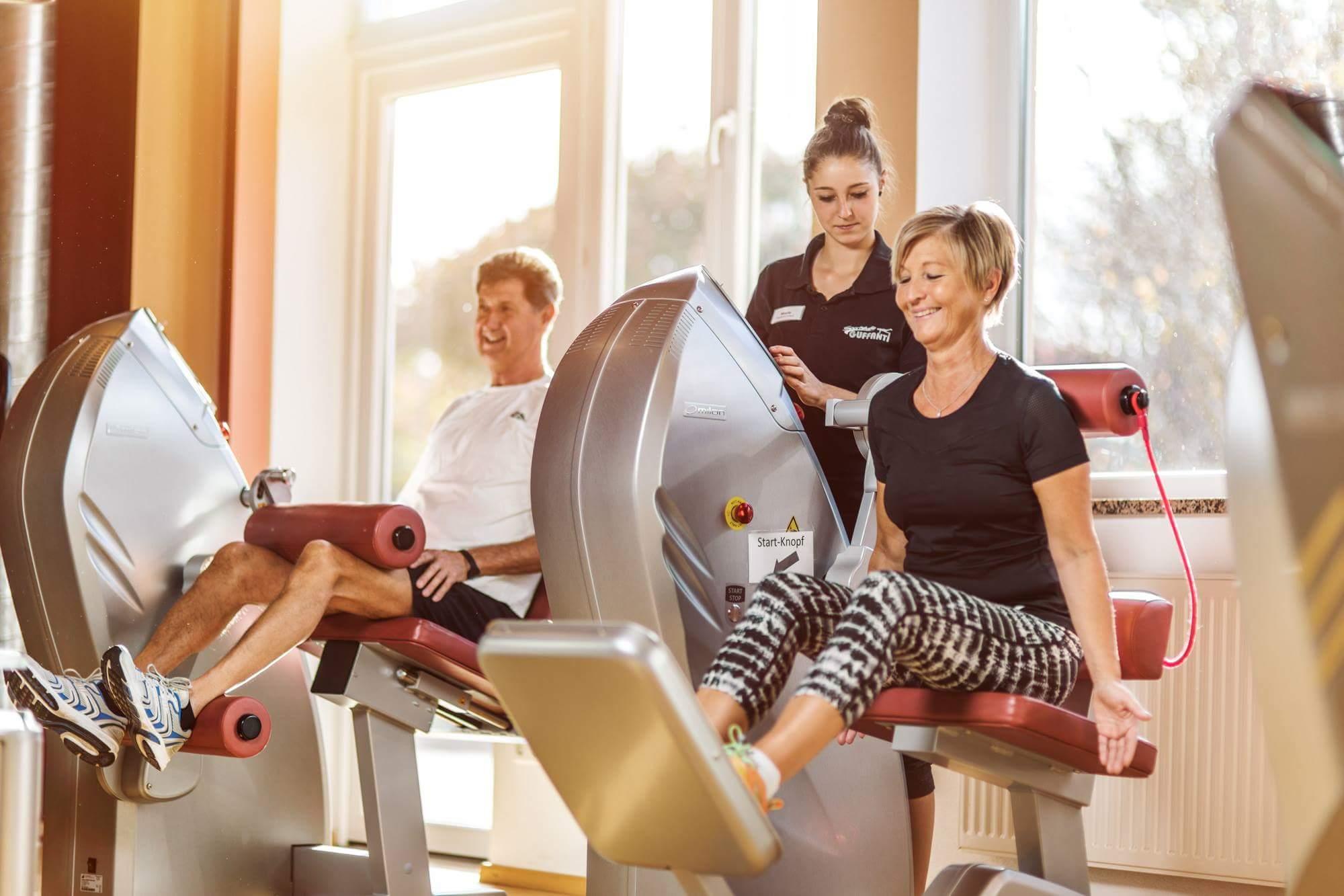 Fitnesstrainer im Fitnessstudio